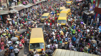 People gather at Balogun market two days before Christmas in central Lagos December 23, 2013. REUTERS/Akintunde Akinleye (NIGERIA - Tags: SOCIETY BUSINESS) - RTX16SI2
